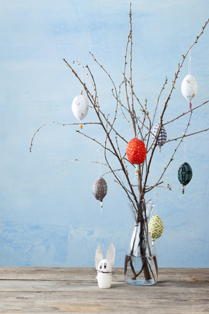 Egg-shaped decorations on branches LANG_EVOIMAGES