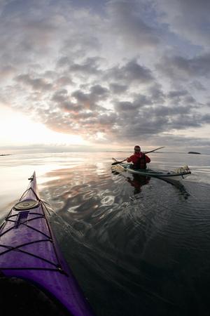 seascapes: People kayaking on still lake LANG_EVOIMAGES