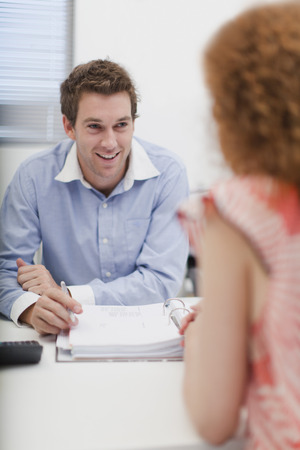 talker: Business people talking in office LANG_EVOIMAGES