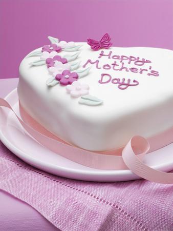 lavishly: Decorated Mothers Day cake