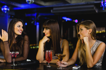 welldressed: Women having drinks together at bar