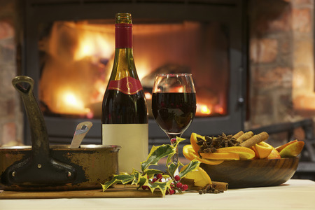 Mulled wine and spices at table LANG_EVOIMAGES