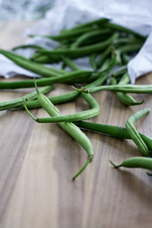 haricot vert: Pile of green beans on board