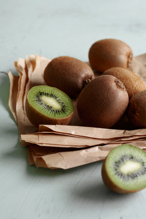 uncomplicated: Pile of kiwis in paper LANG_EVOIMAGES