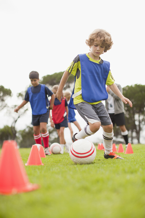 3d ball: Childrens soccer team training on pitch LANG_EVOIMAGES