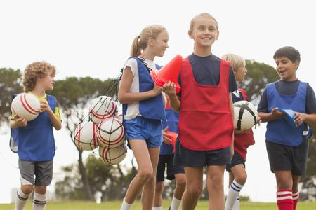 fulfill: Children walking on soccer pitch LANG_EVOIMAGES