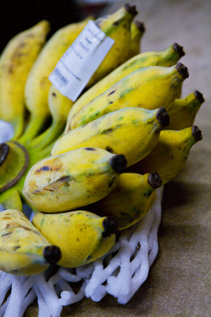 uncomplicated: Close up of bunch of bananas LANG_EVOIMAGES