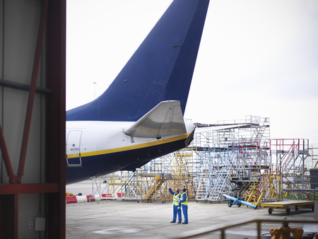 scaffolds: Workers examining underside of airplane LANG_EVOIMAGES