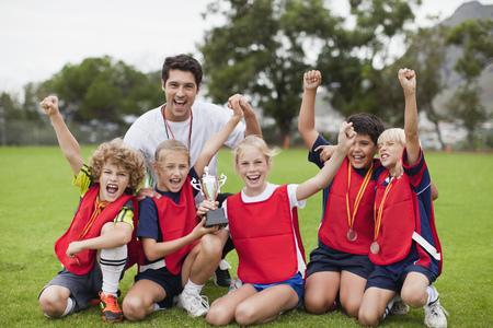 ganado: Niños, animando, coche