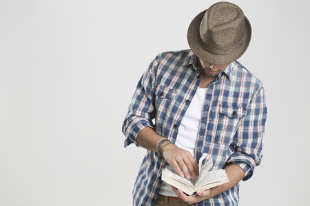turning the page: Man reading book LANG_EVOIMAGES
