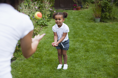 tosses: Mother and daughter playing in garden LANG_EVOIMAGES