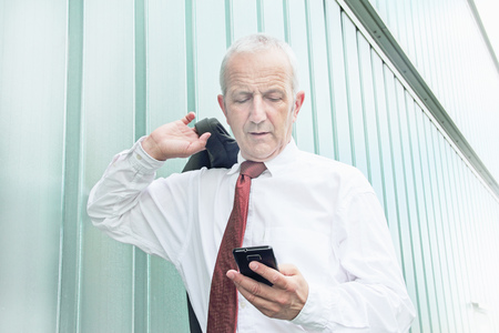 Businessman using cell phone LANG_EVOIMAGES
