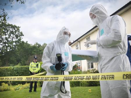 safeguarded: Forensic scientists at crime scene LANG_EVOIMAGES