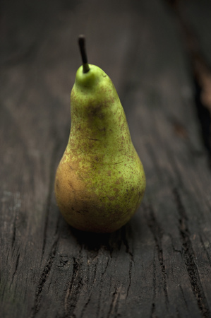 uncomplicated: Close up of pear on table LANG_EVOIMAGES