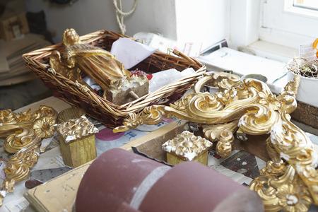 Gold embellishments on work table LANG_EVOIMAGES