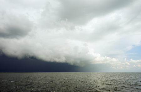 Clouds looming over ocean LANG_EVOIMAGES