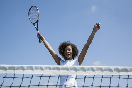 Tennis player cheering on court LANG_EVOIMAGES