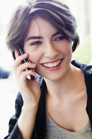 reconocimientos: Mujer que habla en el teléfono celular