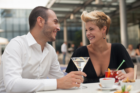 morsels: Smiling couple having drinks outdoors LANG_EVOIMAGES