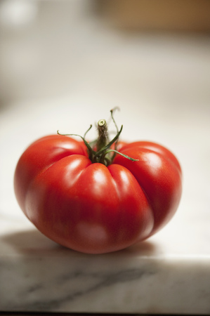 uncomplicated: Close up of tomato