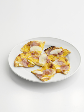 bodegones: Plate of ham and cheese flatbread