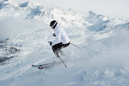 wintry weather: Woman skiing
