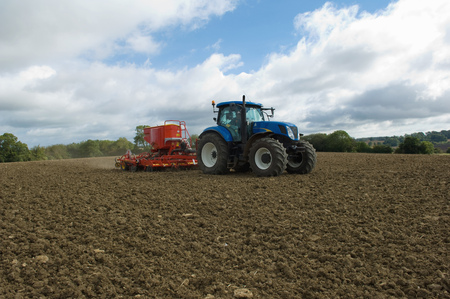 Tractor working in crop field LANG_EVOIMAGES