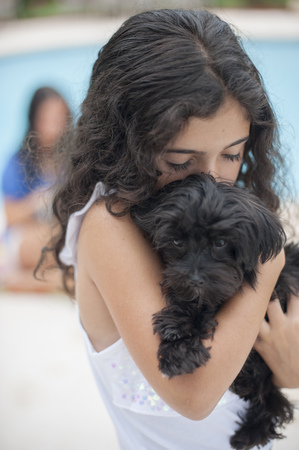 Smiling girl holding puppy LANG_EVOIMAGES
