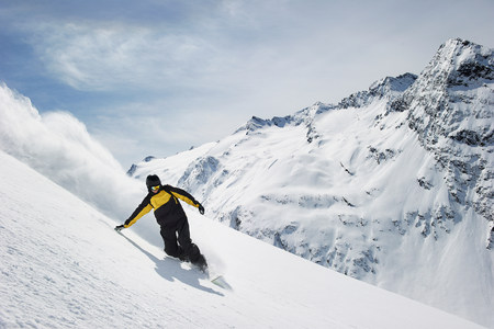 Man snowboarding LANG_EVOIMAGES