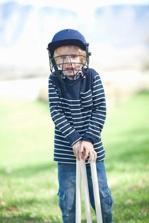 eye ball: Boy in cricket helmet LANG_EVOIMAGES