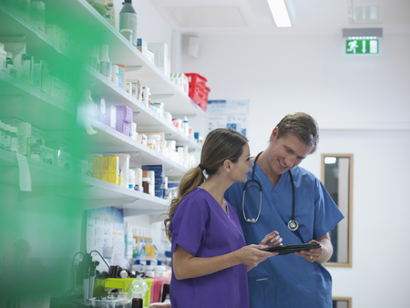 conferring: Veterinarians talking in lab