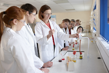 Students and teacher in chemistry lab LANG_EVOIMAGES