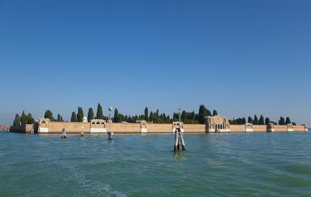 Ornate walls built on water LANG_EVOIMAGES