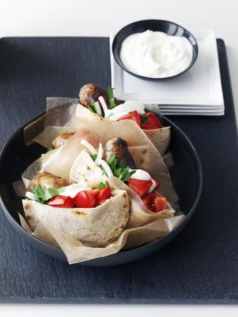 carnes y verduras: Placa de sándwiches de pita de pollo LANG_EVOIMAGES