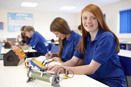 spolužák: Studenti pracující ve třídě věd LANG_EVOIMAGES