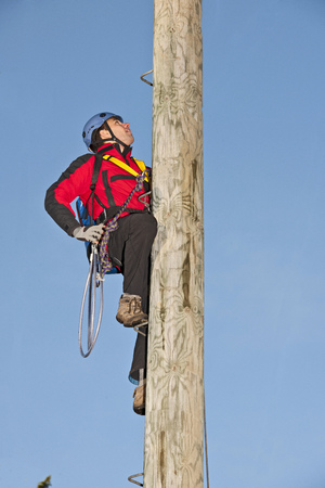 jeopardizing: Worker scaling telephone pole
