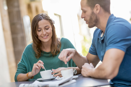 Couple having coffee at sidewalk cafe LANG_EVOIMAGES