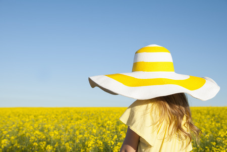 Girl wearing sun hat outdoors LANG_EVOIMAGES