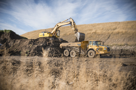 industrialization: Excavator working at surface coal mine LANG_EVOIMAGES