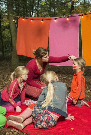 dressups: Childrens theater improvised in woods