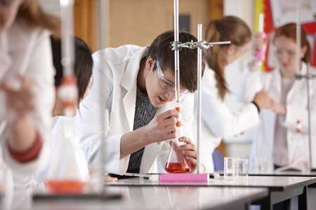 schoolroom: Students working in chemistry lab LANG_EVOIMAGES
