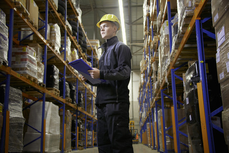 hard: Worker checking stock in warehouse LANG_EVOIMAGES