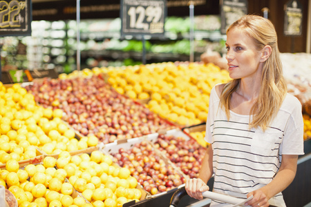 Woman shopping in grocery store LANG_EVOIMAGES