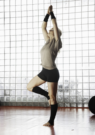 Woman practicing yoga in gym LANG_EVOIMAGES
