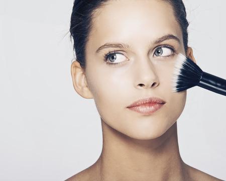 Woman having makeup applied LANG_EVOIMAGES