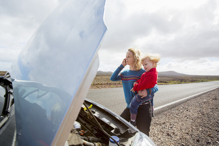 remoteness: Mother and daughter with broken down car LANG_EVOIMAGES
