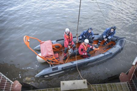 poleas: Entrenamiento en barco de rescate por barco