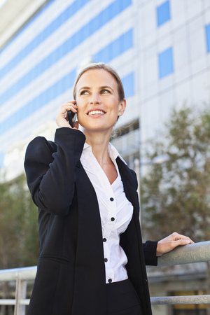 Businesswoman talking on cell phone LANG_EVOIMAGES