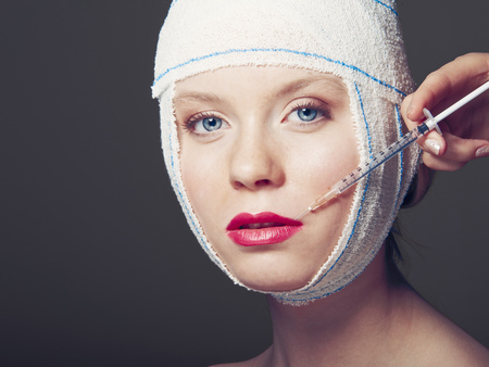 maquillage: Woman in bandages having injection LANG_EVOIMAGES