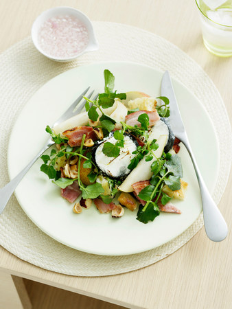 Goats Cheese,pear and hazelnut salad with bitter leaves LANG_EVOIMAGES